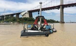 L'hydrolienne H3 de la société Hydrotube Energie, posée sur la Garonne