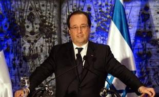 """Le président français François Hollande a promis de ne pas céder sur le nucléaire iranien à son arrivée dimanche, pour sa première visite d'Etat, en Israël, en réaffirmant """"le soutien indéfectible"""" de la France à l'Etat hébreu."""