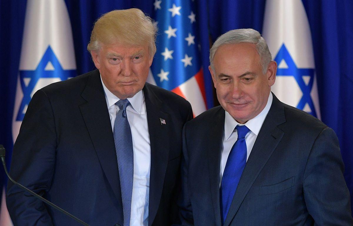 Donald Trump aux côtés du Premier ministre israélien Benjamin Netanyahu, le 22 mai 2017 à Jérusalem.  – MANDEL NGAN / AFP