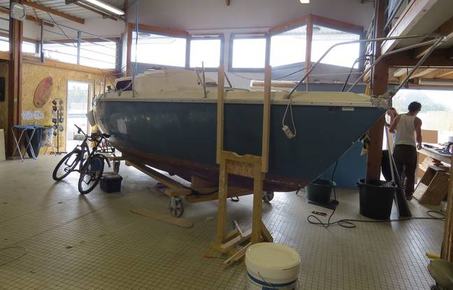 Un des bateaux actuellement en cours de rénovation chez Bathô.