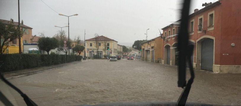 La RD98 est coupée à Saint-Tropez à cause des inondations.