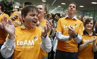En Allemagne, les militants conservateurs de la CDU, le parti de la chancelière Angela Merkel, célèbrent leur victoire aux européennes dimanche 7 juin 2009.