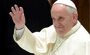 """Le pape François a salué samedi """"l'ardeur"""" du Chemin néocatéchuménal, communauté catholique en plein essor, l'exhortant à """"construire et conserver la communion"""" avec les Eglises locales et à respecter la liberté d'adhésion de ses membres."""