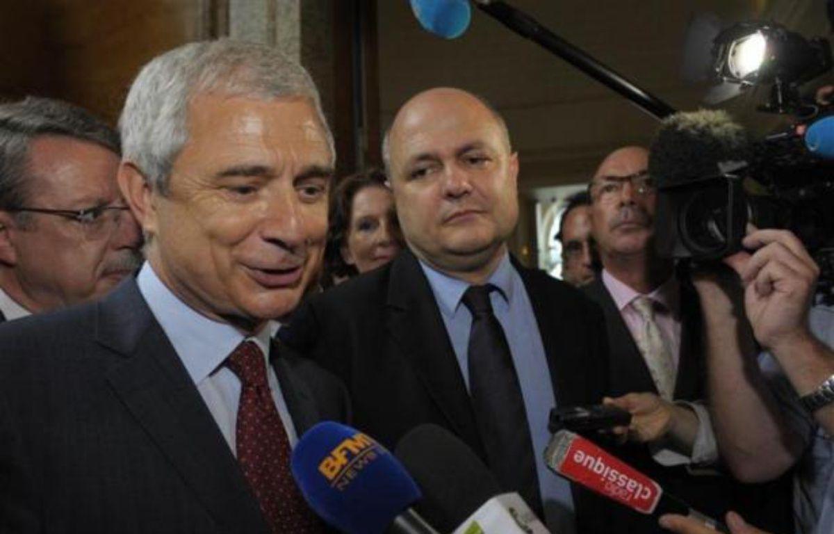 Claude Bartolone a été désigné candidat des députés socialistes à la présidence de l'Assemblée le 21 juin 2012. Bruno Le Roux, à ses côtés, a lui été élu président du groupe PS. – P. Wojazer/ REUTERS