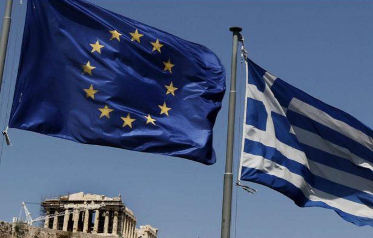 Les drapeaux de l'Union européenne et de la Grèce près du Parthénon (Athènes) en juillet 2011. – Petros Giannakouris/AP/SIPA