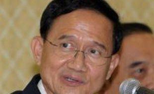 Le Premier ministre thaïlandais Somchai Wongsawat a effectué un déplacement samedi à la frontière entre la Thaïlande et le Cambodge pour y rentre visite à des soldats blessés lors d'échanges de tirs meurtriers entre troupes des deux pays.