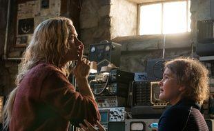 Emily Blunt et Millicent Simmonds dans Sans un bruit de John Krasinski
