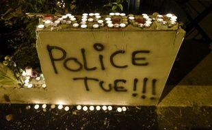 Bougies et tags sur les lieux où est décédé Aboubakar Fofana à Nantes.