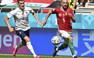 Fiola a pris de vitesse Pavard sur le premier but hongrois.