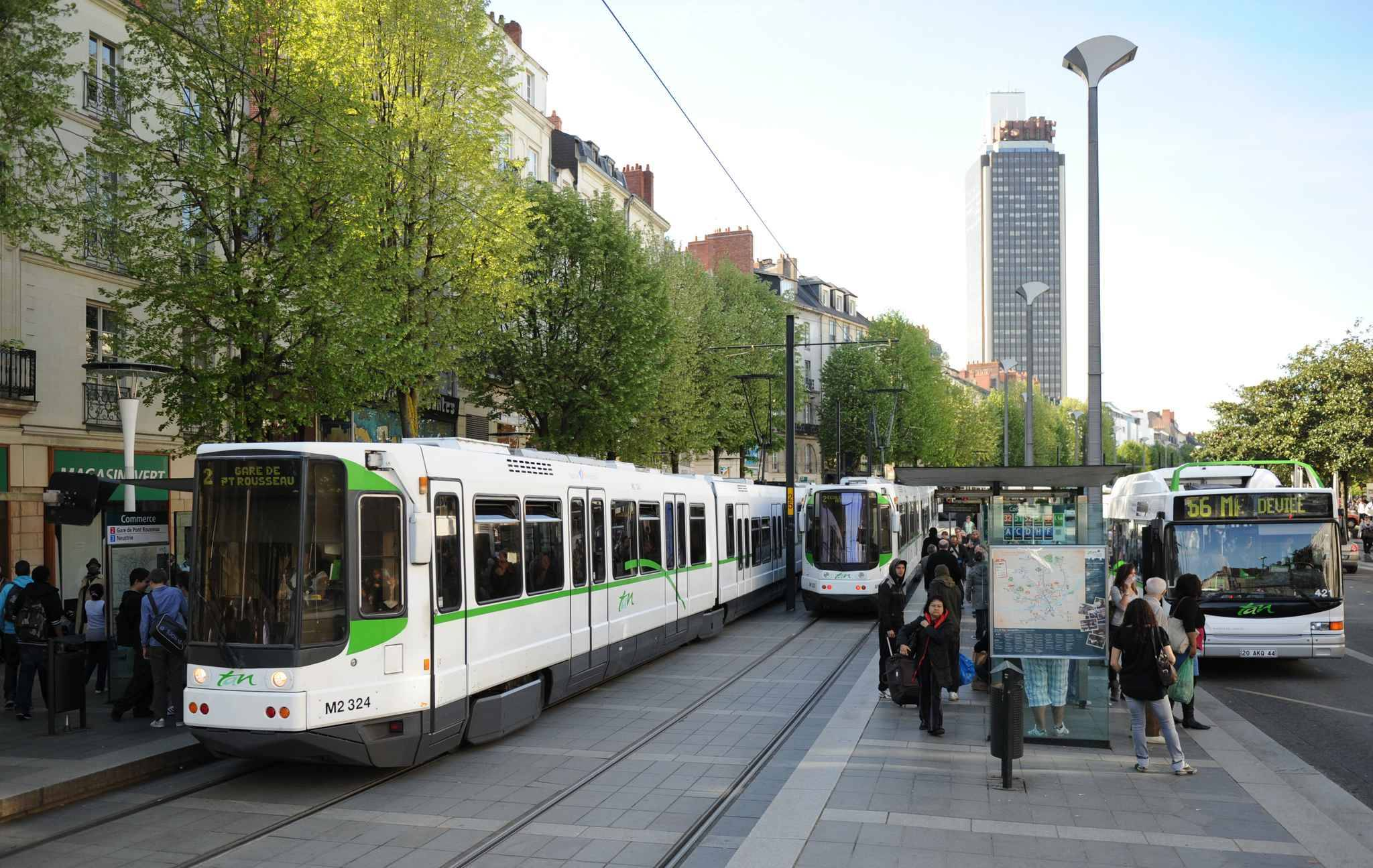nantes tentative d 39 enl vement devant le tramway. Black Bedroom Furniture Sets. Home Design Ideas