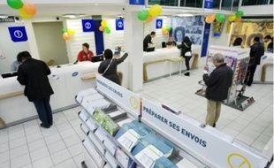 Des bureaux de poste plus modernes pour diminuer le temps d'attente des usagers.