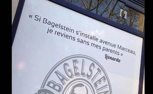 Capture d'écran d'une photo mise sur Twitter qui montre la devanture d'un commerce Bagelstein avenue Marceau
