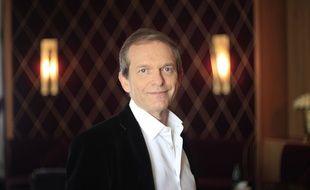 """Dans """"Votre santé sans risque"""", son dernier ouvrage, le Dr Frédéric Saldmann livre ses bons conseils pour être en bonne santé grâce à des solutions simples et naturelles."""