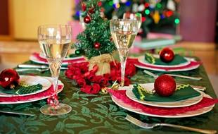 Pas toujours facile d'être drôle en plein de repas de Noël en famille. Illustration