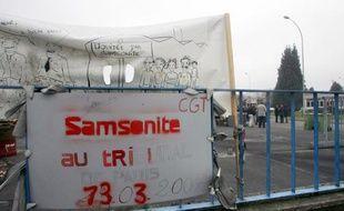 Les repreneurs de l'usine Samsonite de Hénin-Beaumont (Pas-de-Calais), condamnés en 2009 à de la prison ferme pour avoir sciemment provoqué la faillite de leur entreprise et le licenciement de 205 salariés, ont comparu mercredi devant la cour d'appel de Paris.