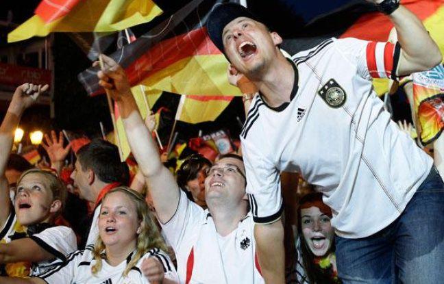 Rendez-vous en 2012, 2014, 2016, 2018, 2020, etc, etc, etc.Les supporters allemands à Port-Elisabeth, le 10 juillet 2010.