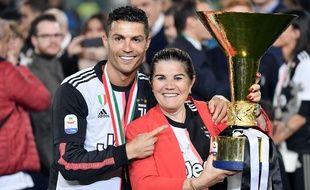 Cristiano Ronaldo et sa mère, après le scudetto remporté par la Juve en mai 2019.