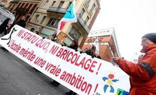 Manifestation nationale d'enseignants et du personnel des CLAE contre la réforme Peillon à Toulouse, le 12 février 2013.