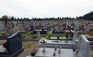 Illustration de tombes dans un cimetière.
