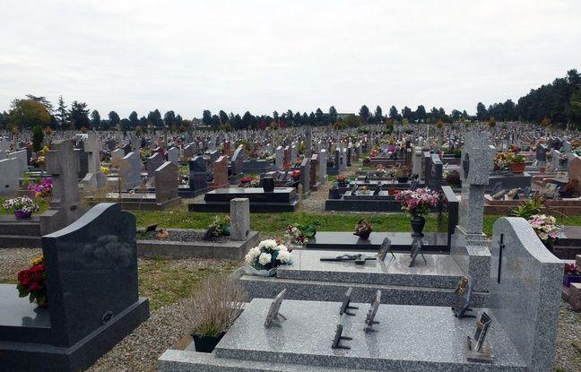 Illustration de tombes au cimetière de l'Est à Rennes.