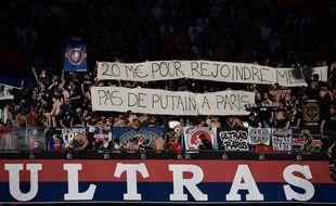 Les ultras du PSG ont déployé des banderoles anti-Neymar contre Strasbourg.