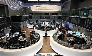 Les marchés européens ont fini en ordre dispersé jeudi après la décision de la Réserve fédérale américaine (Fed) de continuer à réduire son soutien monétaire, ce qui pourrait exacerber les tensions sur les marchés émergents.