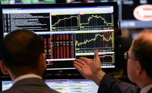 La Bourse de New York s'est montrée particulièrement prudente mardi, évitant de prendre des risques avant d'être fixée sur le sort de la politique monétaire américaine: le Dow Jones a cédé 0,06% et le Nasdaq 0,14%.
