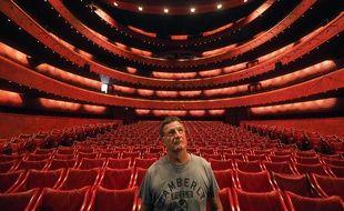François Bolonne, le régisseur principal de scène, dans la salle à l'italienne du TNN