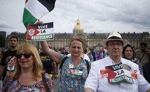 Quelques centaines de manifestants sont venus soutenir le peuple palestinien le 20 août 2014 sur l'esplanade des Invalides à Paris