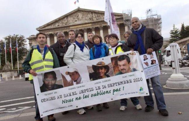La vidéo de quatre otages français au Sahel, diffusée mardi sur le site internet de l'hebdomadaire français Paris Match, et qui aurait été tournée en juin, constitue la première preuve de vie filmée connue depuis septembre 2012.