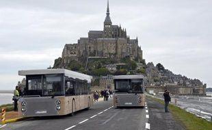 Le maire du Mont-Saint-Michel, Eric Vannier (DVD), comparaîtra le 30 janvier en correctionnelle pour prise illégale d'intérêts dans l'affaire des navettes qui acheminent depuis six mois les touristes de la côte au site et dont le point de départ se situe devant les restaurants qu'il possède.
