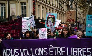 Après un an d'enquête, la journaliste Astrid de Villaines publie un ouvrage dédié aux violences faites aux femmes.