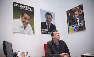Daniel Barois, adjoint au maire de Vanves, dans la permanence UMP de sa ville, le 19 janvier 2012.