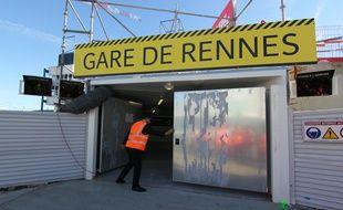 Une signalétique a été installée en gare de Rennes pour guider les voyageurs pendant les travaux.