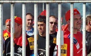 Des salariés de Continental manifestent avec leurs collègues de Goodyear, en2009.