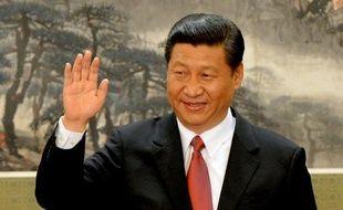 Xi Jinping a succédé jeudi à Hu Jintao à la tête du Parti communiste chinois (PCC) et donc de la Chine, puissance mondiale autoritaire en pleine mutation, que cet homme d'appareil devra réformer et assainir de la corruption galopante qui la menace.
