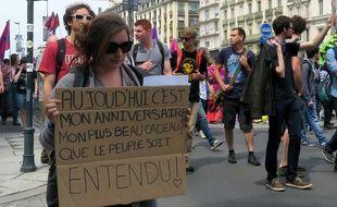 Une manifestante lors de la manifestation contre la loi Travail le 9 juin 2016 à Rennes.