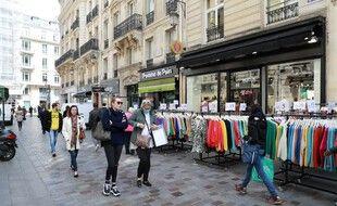 Une rue commerçante à Paris (image d'illustration).