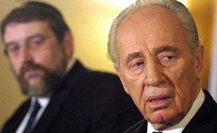 Shimon Peres annonce qu'Israël quitte la conférence contre le racisme de Durban en 2001