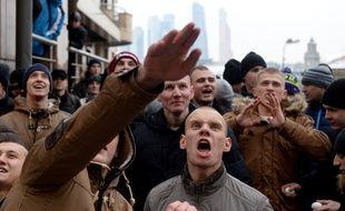 Des manifestants russes devant l'amabssade turque à Moscou, le 25 novembre 2015