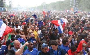 La fan zone de Paris, au pied de la Tour Eiffel, lors de la finale de l'Euro 2016 entre la France et le Portugal.
