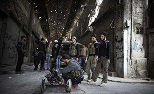 Des combattants de l'Armée syrienne libre à Alep, en Syrie, le 12 mars 2013.