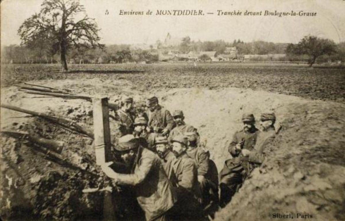 Carte postale montrant des soldats français dans une tranchée pendant la Première guerre mondiale – Str Historial de Péronne