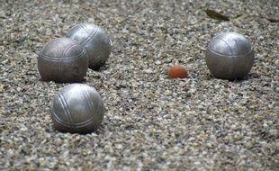 Territoire de Belfort: Il se pointe nu devant des gens et leur lance des boules de pétanque (Illustration)