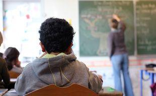 Certains élève en situation de handicap nécessitent un accompagnement aidant en classe. (Illustration