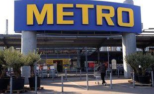 Le géant allemand de la distribution Metro a révisé mardi à la baisse ses prévisions de résultats pour l'année, incriminant un début de saison de Noël faible sur fond de crise en zone euro.