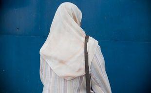 Une femme portant le hijab, illustration.