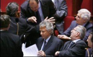 """La presse quotidienne, nationale ou régionale, condamne très durement le """"dérapage"""" du Premier ministre qui a accusé François Hollande de lâcheté mardi à l'Assemblée nationale et réclame son départ de Matignon."""