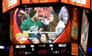 Un couple se dispute lors d'un match de NBA entre les Chicago Bulls et les Boston Celtics, en janvier 2015.