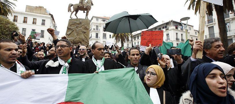 Une manifestation pour demander la résignation d'Abdelaziz Bouteflika, le 23 mars 2019. Crédit:Anis Belghoul/SIPA.